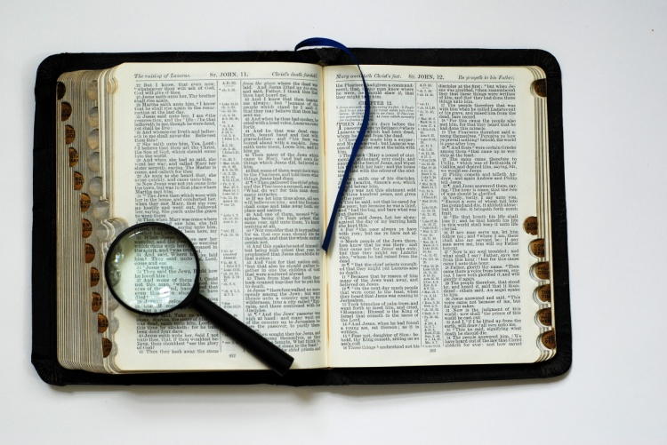 http://reflectionsintheword.org/2011/09/22/excellent-knowledge/bibemagnifying-glass-4/